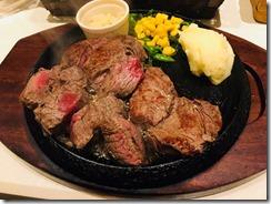 風邪を引いたらお肉を食べます。